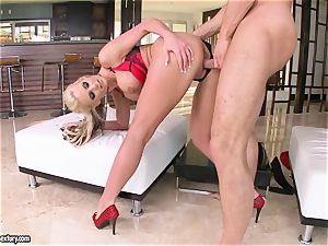 buxomy Phoenix Marie enjoys getting her cootchie plowed