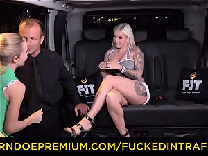 boinked IN TRAFFIC - passionate blondes car triangle fucking