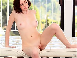 Victoria Voss loves to satisfy her ideal pink cunny