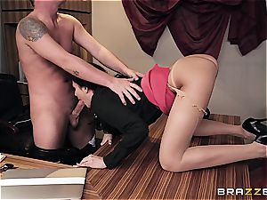 romping hot Ariana's booty on the office desk