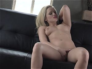 Alexis Texas loves thumping her thumbs in and out of her lubricious honeypot