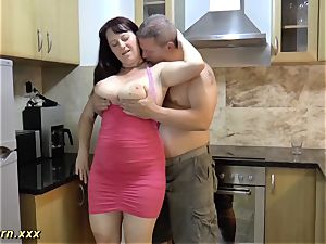 plumper stepmom gives footjob