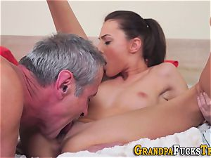 nubile whore gets licked