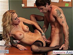 hottie Sara Jessie needs a great nailing at work