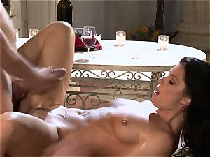 India Summers India Summers is liking the thick knob pleasuring her scorching muff har