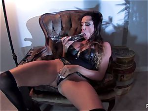 Ariella Ferrera screws herself with a massive glass plaything