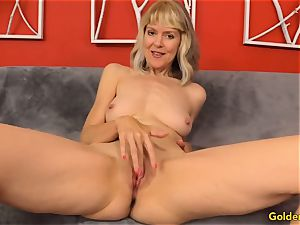 Mature frigs Her slit and Receives a plowing