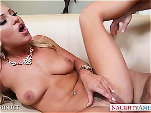 buxomy stunner Cameron Dee gets facialized