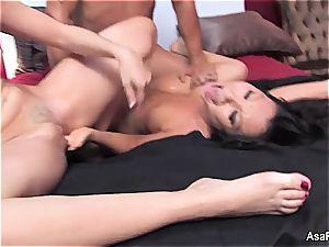 Darling Asa Akira wants jizz-shotgun in her japanese vagina