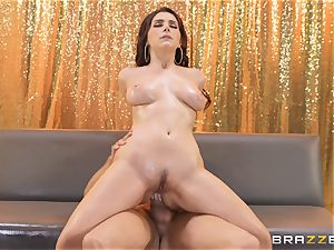 Valentina Nappi slides on the dick of Xander